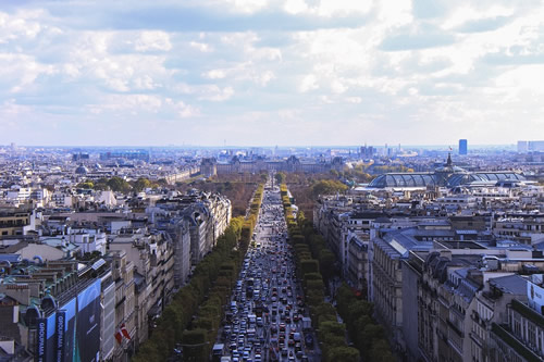 Panorama of a busy commercial boulevard in Paris.