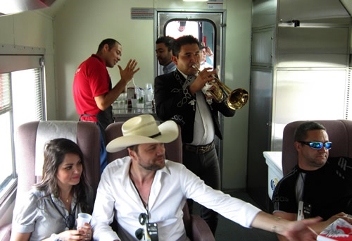 Mariachis inside the Tequila train