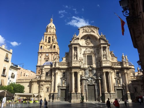 Visits to the Murcia Cathedral are possible
