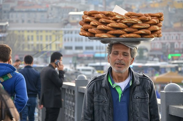 Man carrying bagels in Istanbul