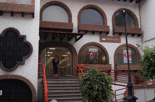 A branch of Santander bank in Mexico