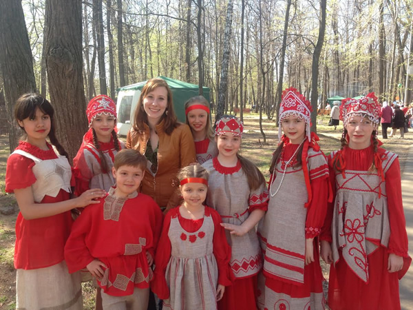 Children in traditional Russian dress