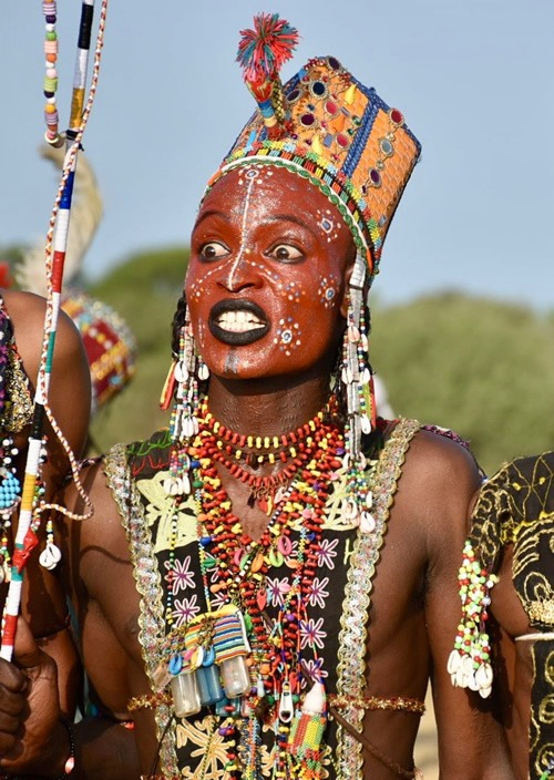 White teeth, a long and sharp nose, and big eyes are considered major beauty ideals by the Wodaabe