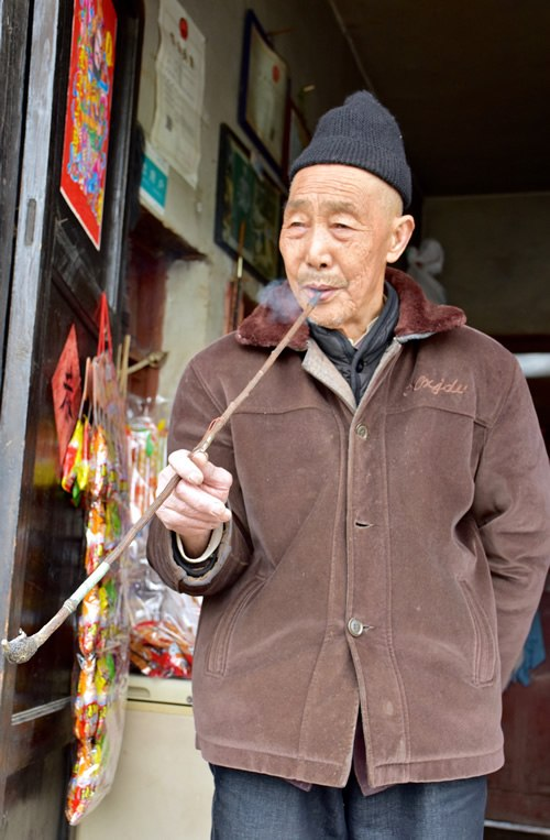 Pipe smoking old Han man in Beizhai