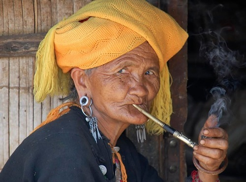 Wa woman smoking a pipe