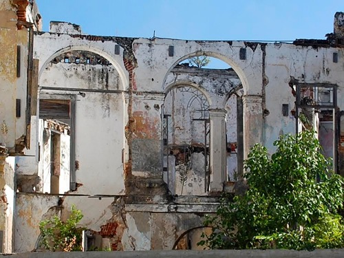 Havana colonial architectue deteriorating