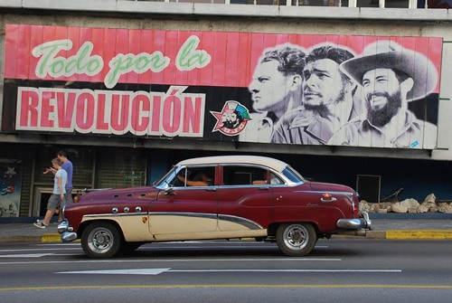 Car in front of Cuban heroes