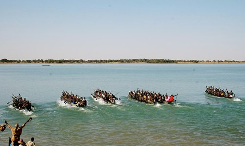 Boat race on the Niger