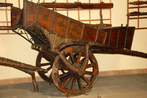 An old carriage in the Chitra Museum