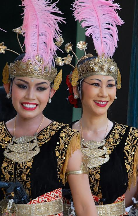 Two women in Wayang Orang dance performance