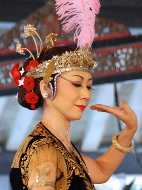 Woman in Wayang Orang dance performance