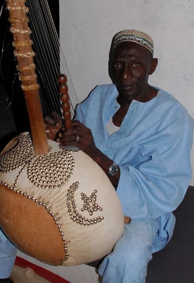 Basuru Jobarteh playing the Kora