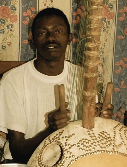 Mandi Suso with his Kora