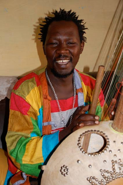Pa Bobo Jobarteh happily playing his Kora