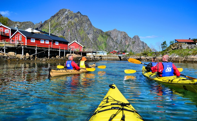 Svolvær Kayaking with XXLofoten