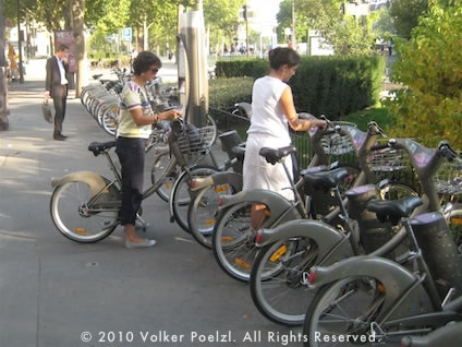 A V�lib Bicyle Rental Station in Paris