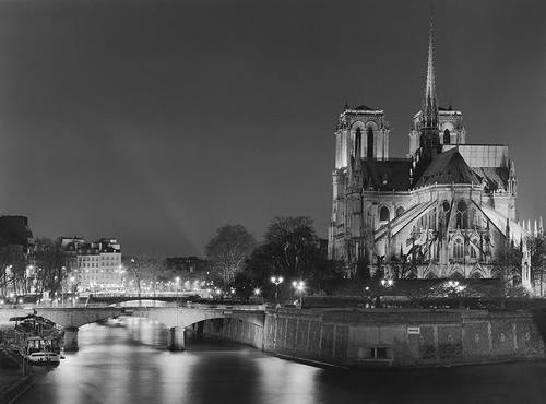 The Glow of Paris - The Bridges of Paris at Night - Review