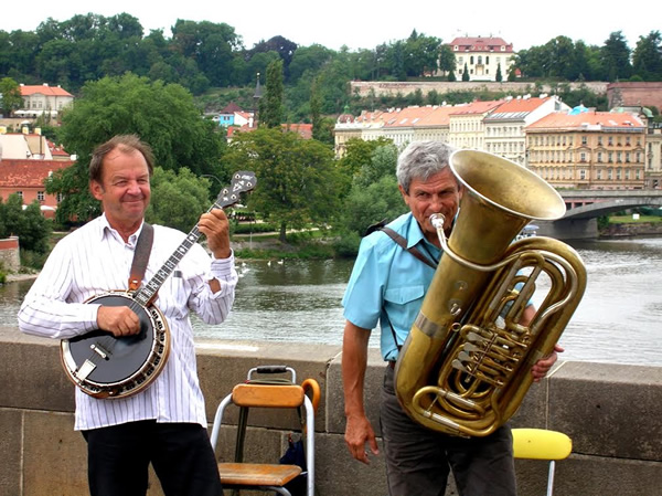 Musicians in Prague cost nothing to watch