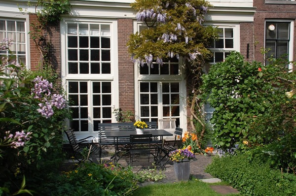 Garden apartment rental in Amsterdam