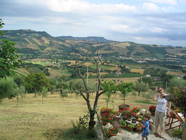 Accommodation and gardens at Vento di Rose in Le Marche, Italy