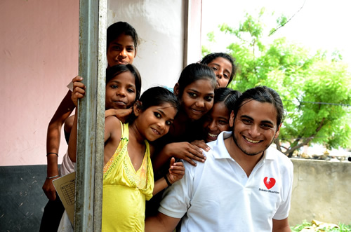 India children volunteer