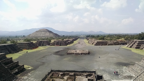 Travel in Mexico to the Teotihuacan temple