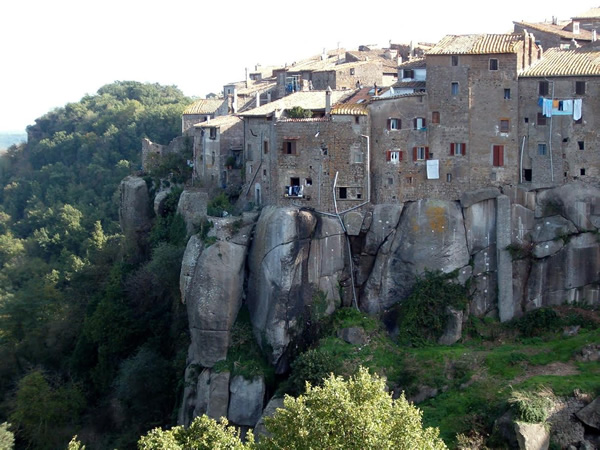 The fortress of Vitorchiano with writers' retreat