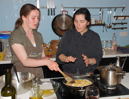Barcelona cooking class: Raquel cooking her tortilla