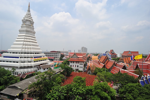 Housing and Buddhist temple in Bangkok