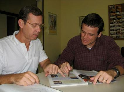 John teaching Guilherme