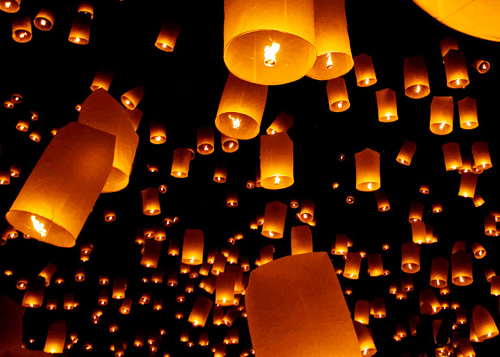 Yee Peng ceremony with lit laterns in night sky