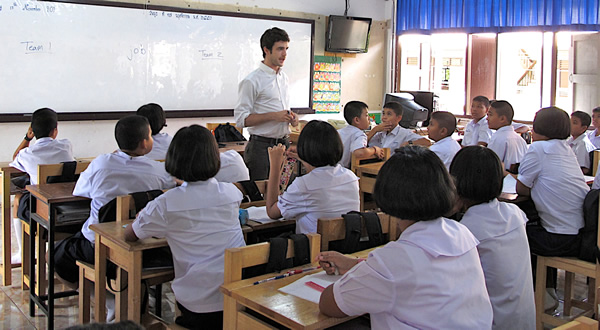 how to teach english in thailand to high school students. Black Bedroom Furniture Sets. Home Design Ideas