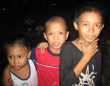 Tatlong Bata (Three kids)