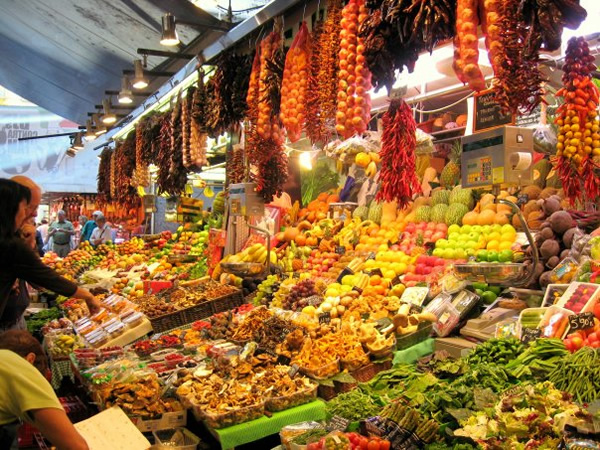 As an au pair you can shop at a market in Barcelona