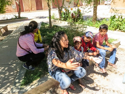 Volunteers working with rural children in Bolivia