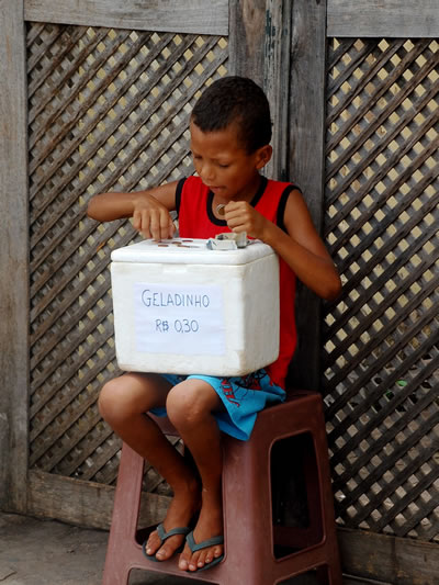 Ice cream vendor counting his blessings in Len��is, Brazil