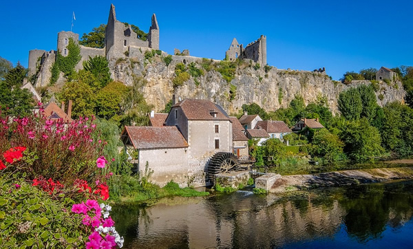 Volunteer in France restoring a castle