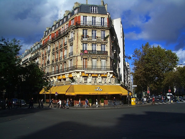 Quite neighborhood in Paris to study French