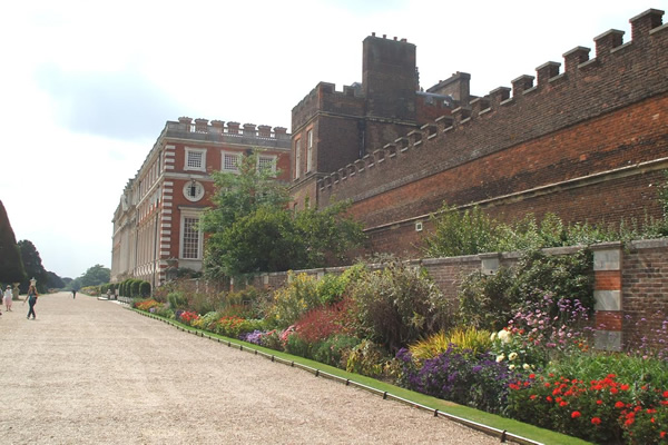 Study trip to Hampton Court Palace in England