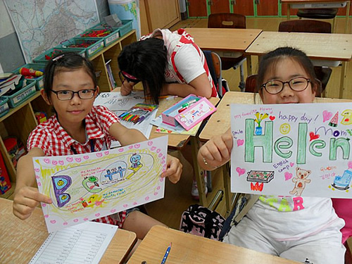 Korean elementaly schools students in choosing English names.