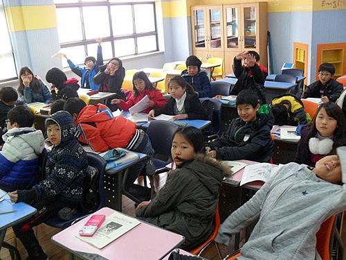 Korean elementaly schools students in class.